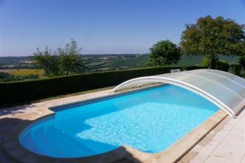 Un coin de paradis : deux maisons, piscine jardin
