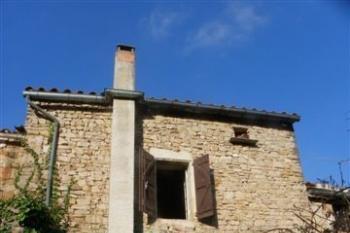 Petite maison de village à restaurer avec jardinet