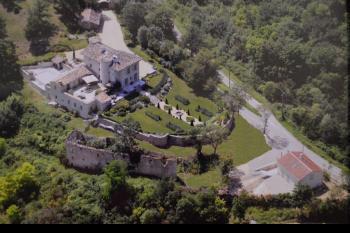 Château XIII siècle en pierre entièrement rénové