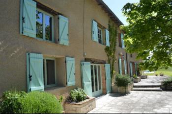 Maison de caractère en pierres rénovée de 306 m2 h