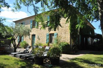Une grande propriété (3 maisons) sur plus de 14ha
