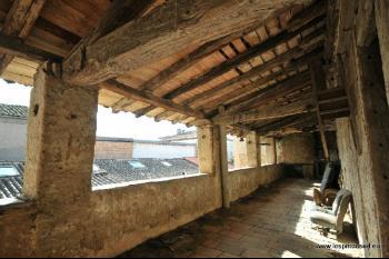 Grande bâtisse à rénover, terrasse et passage
