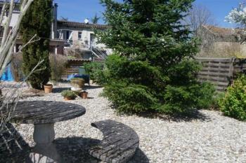 Lumineuse maison avec terrasse, garage  et jardin