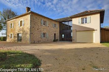 Impressive white stone country house for sale in the Tarn