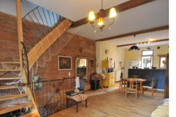 Maison rénovée très originale, jardin garage, au c