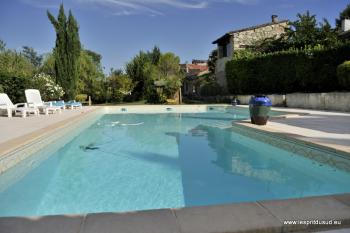 Très belle bastide de 18°S piscine et dépendances