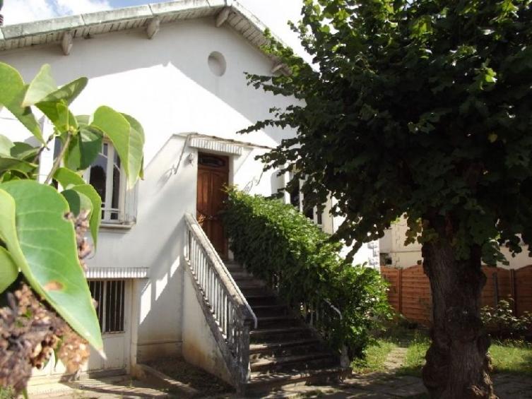 maison des ann es 30 rafra chir sur joli jardin l. Black Bedroom Furniture Sets. Home Design Ideas