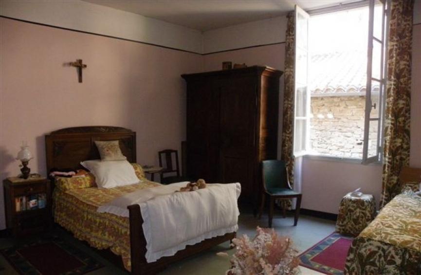 maison avec 4 chambres jardin et vue l 39 esprit du sud. Black Bedroom Furniture Sets. Home Design Ideas