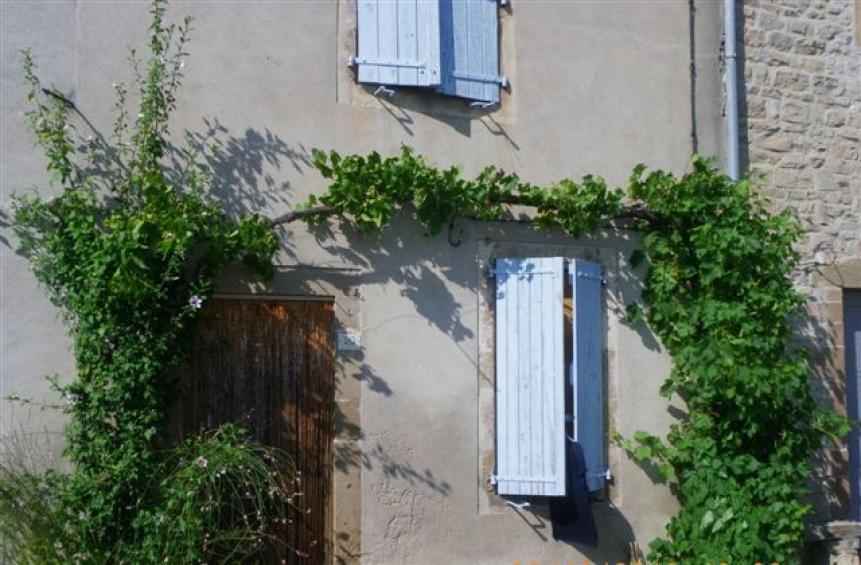 charmante maison sur les remparts avec jardin l 39 esprit. Black Bedroom Furniture Sets. Home Design Ideas