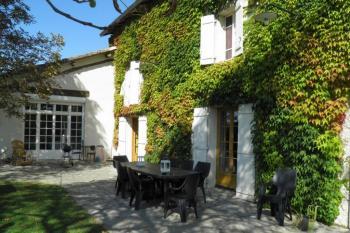 Belle vigneronne du XIXème rénovée, gîte