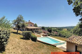Jolie maison avec 3 gites, 2 piscines et jardins