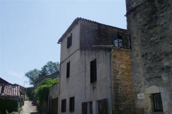 Vaste maison avec terrasse, jardin et garage