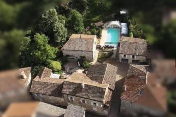 Propriété rénovée offrant 5 chambres et piscine