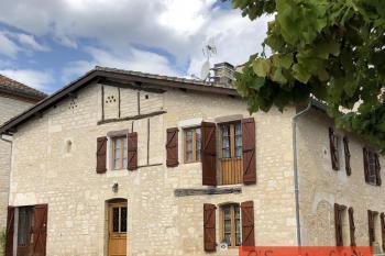Très jolie maison de village restaurée et jardin