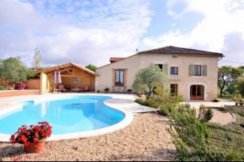 Superbe maison en pierre, gite, piscine sur3,3ha