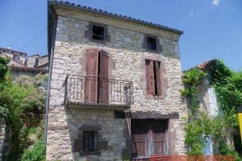 Petite maison avec belle vue et garage à restaurer