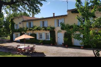 Beautifully presented farmhouse surrounded by its own land of around 2.3 hectares