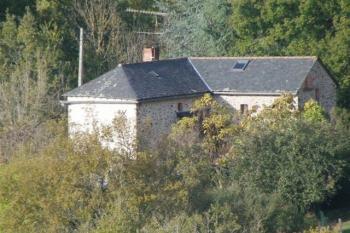 Maison de campagne dans la verdure au calme