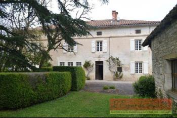 Beautiful Maison De Maitre in the heart of the Golden Triangle
