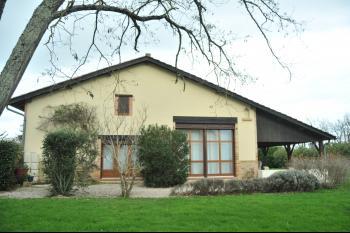 Une belle maison en pierre, piscine et  8ha env