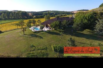 Renovated 4 bedroom farmhouse with swimming pool and very large barn.