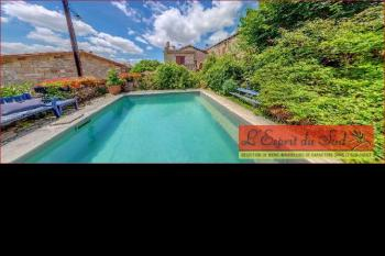 Ensemble immobilier de charme, jardin et piscine