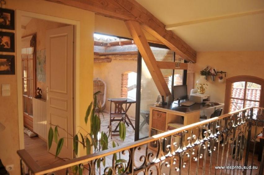 maison restaur e avec terrasse sur le toit. Black Bedroom Furniture Sets. Home Design Ideas