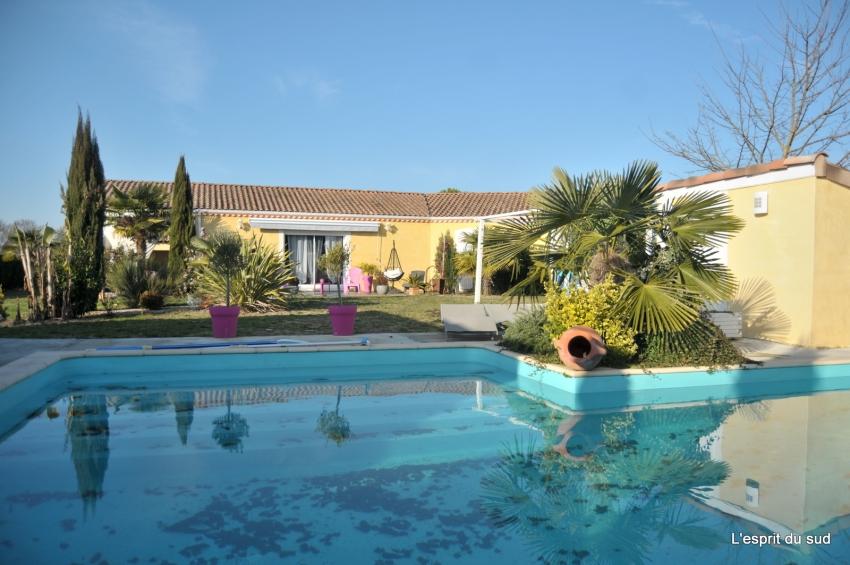 Maison contemporaine plain pied piscine grand garage - Location maison sud ouest piscine ...